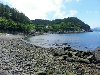 동고지마을 몽돌해변